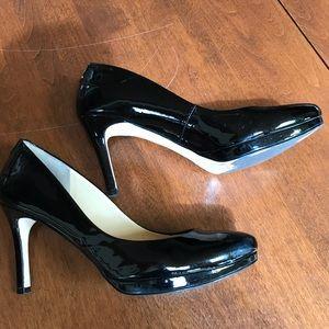Ivanka Trump platform pumps, black, size 9